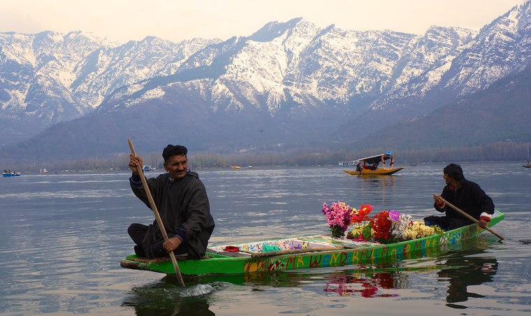 Flower delivery service on Dal Lake, Srinagar | Matt Clark
