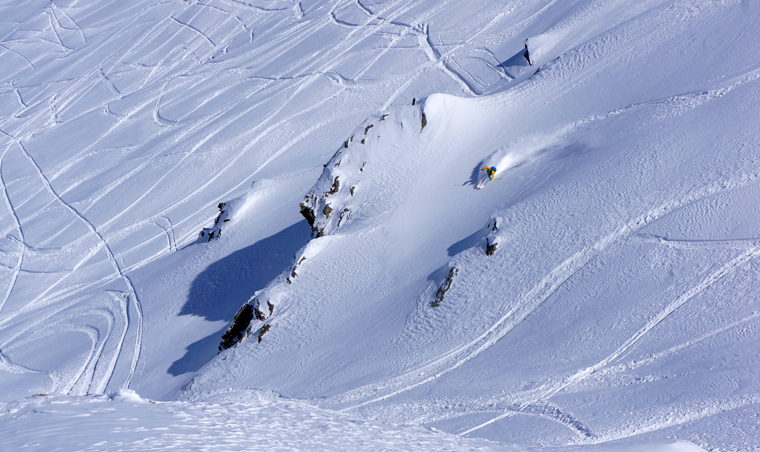 Matt Clark finds a fresh line in the Gulmarg resort area | Tomasz Fichtel